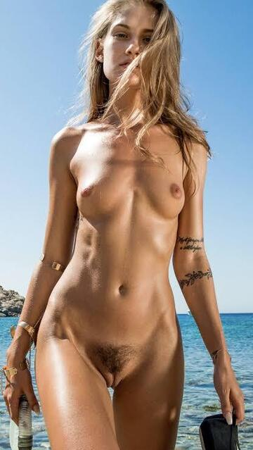 Tiffany van roest nude